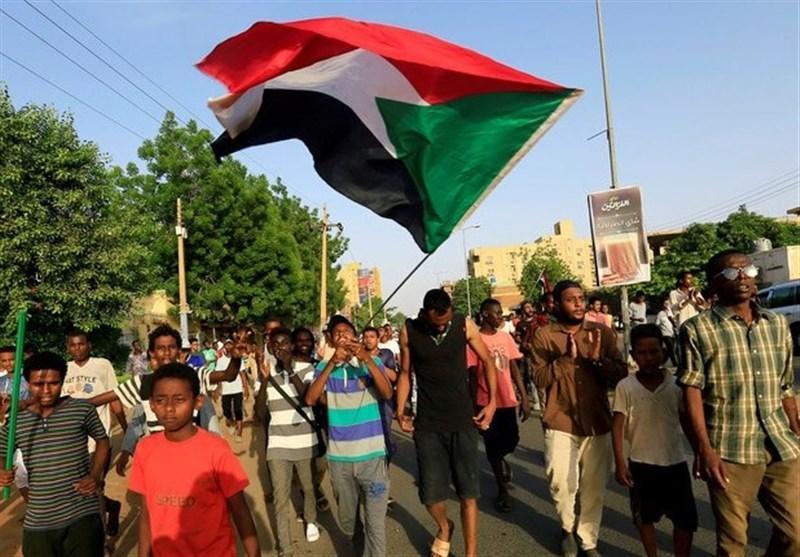 شادمانی سودانی ها از انحلال حزب عمرالبشیر