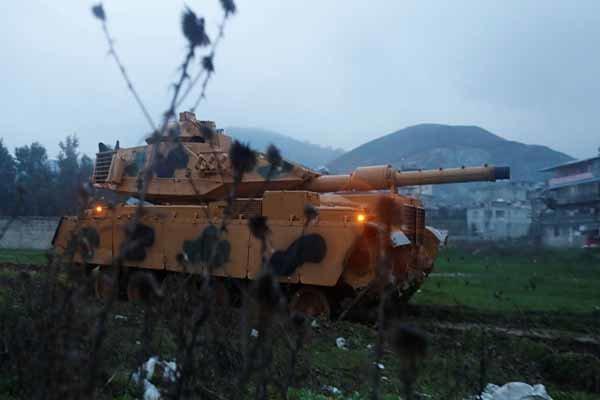 لغو گشت مشترک روسیه و ترکیه، حضور وزیر دفاع ترکیه در مرز سوریه