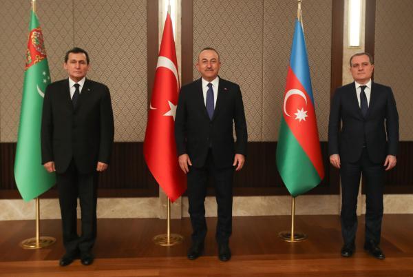 خبرنگاران وزیران خارجه ترکمنستان , جمهوری آذربایجان و ترکیه ملاقات کردند